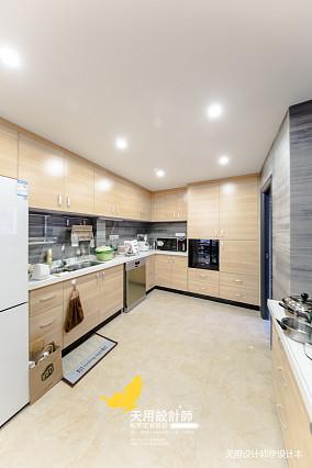 温馨74平混搭三居厨房设计图