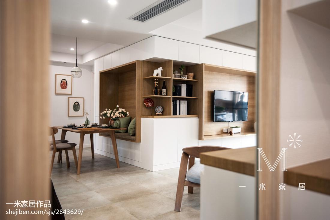 101m²三居客厅装修设计效果图展示