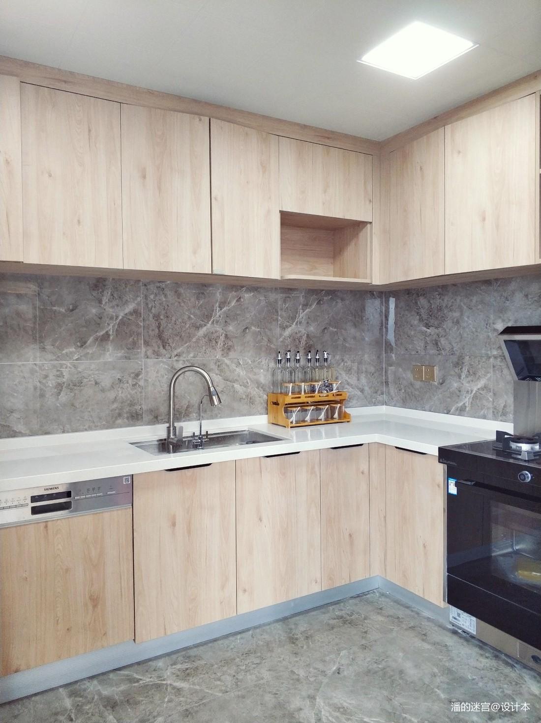 中航城现代四居及以上201-500m²厨房展示