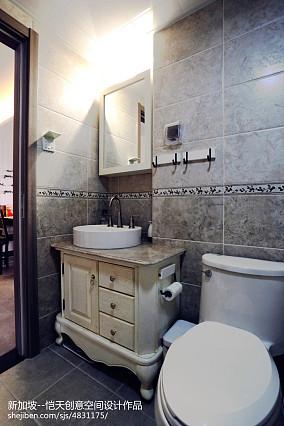 热门现代小户型卫生间装修效果图