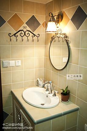 精选91平米三居卫生间美式装饰图