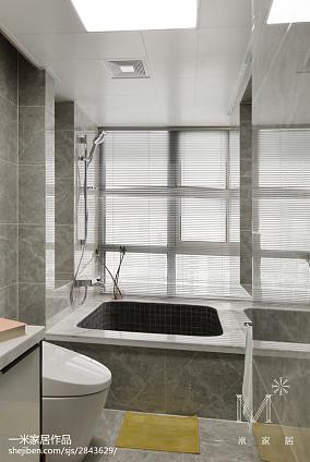 热门99平米三居卫生间现代实景图