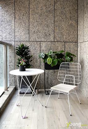 优雅105平现代三居阳台装修设计图