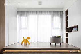 优美33平现代小户型阳台装饰美图