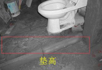 垫高地面方便排泄